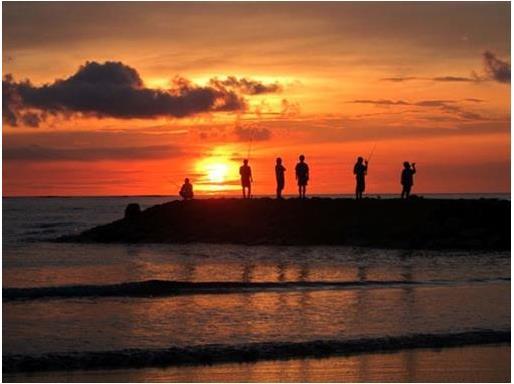 Sunset di pantai Kuta *image by google